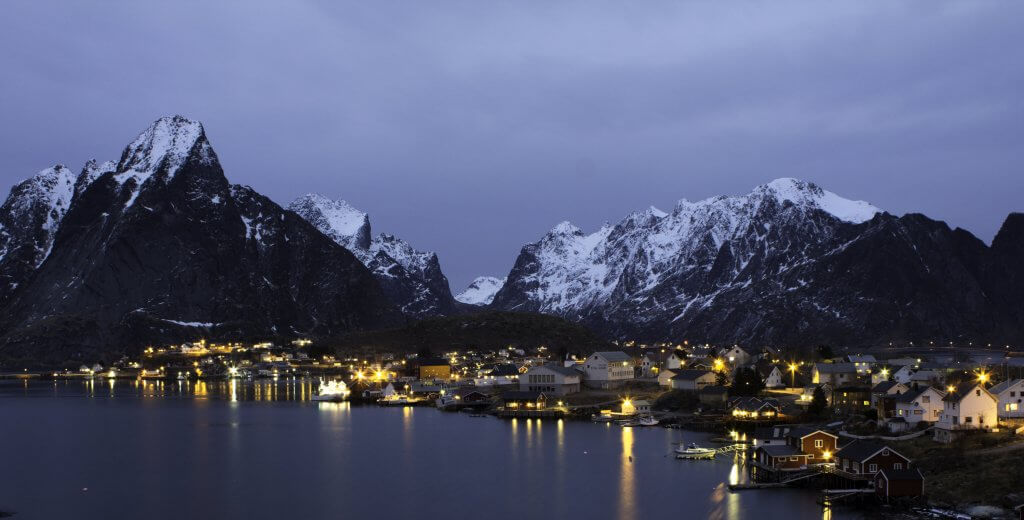 Reizen naar de Lofoten by night