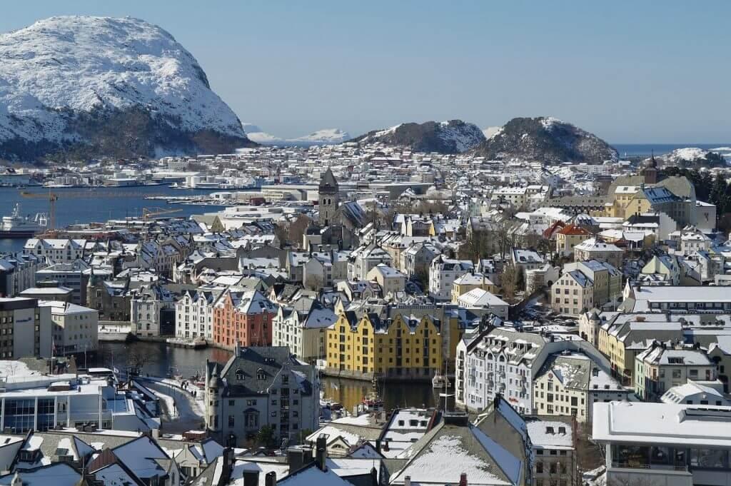 rondreis naar alesund in noorwegen