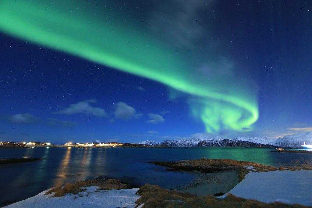 met de trein naar noorderlicht in noorwegen